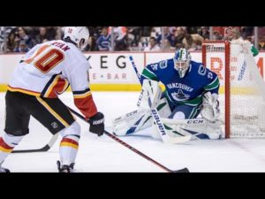 Jacob Markstrom signs with Calgary Flames