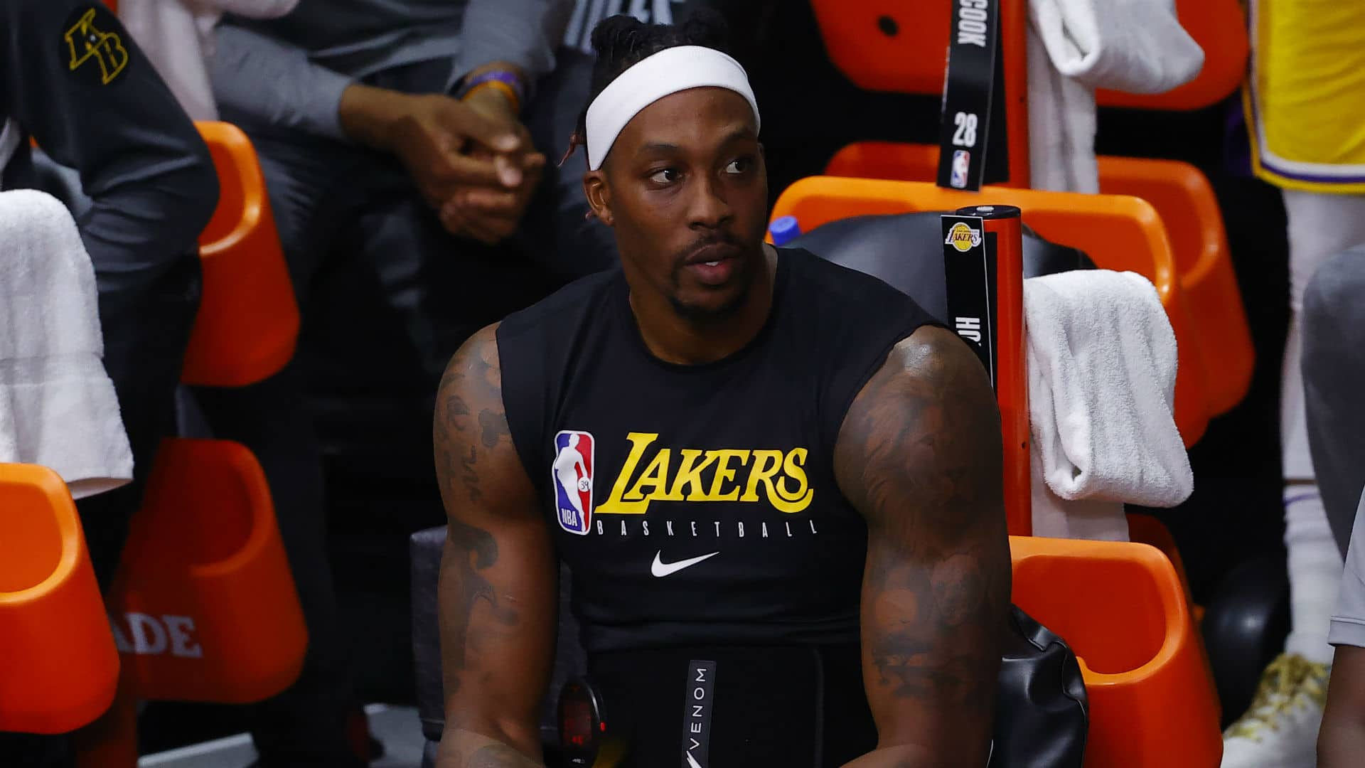 dwight-howard-deletes-tweet-asserting-hell-signal-with-lakers-free-agent-center-later-joins-76ers.jpg