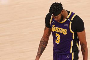 lakers-fans-freaking-out-about-but-one-more-anthony-davis-harm.jpeg