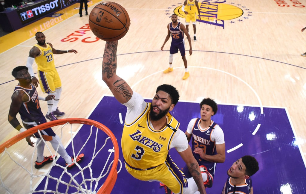 anthony-davis-leads-lakers-to-key-game-3-snatch-over-suns.jpg