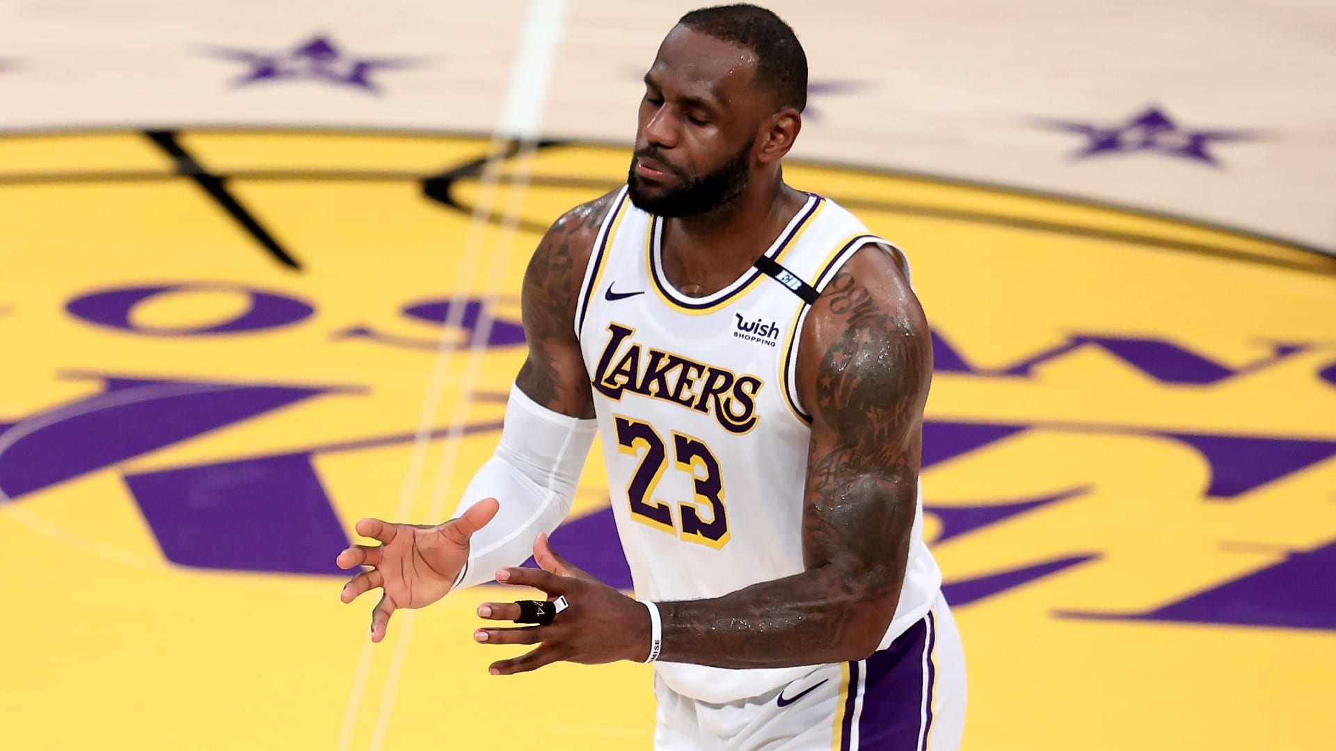lebron-james-ready-for-the-subject-of-changing-anthony-davis-if-rupture-leaves-lakers-shorthanded.jpg