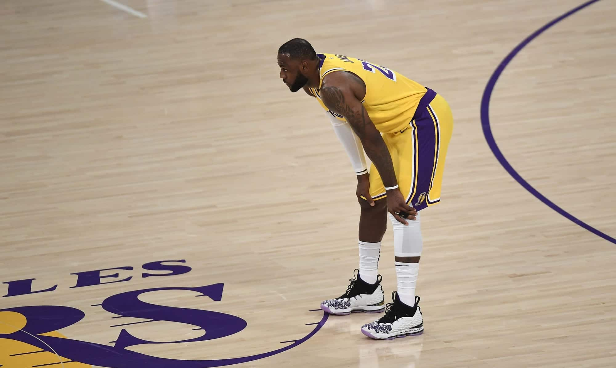 lebron-james-catches-heat-for-leaving-court-early-in-lakers-blowout-loss-video.jpeg