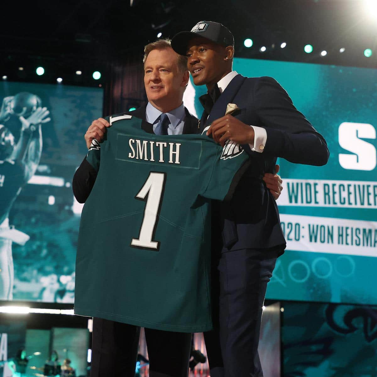 devonta-smith-eagles-reportedly-conform-to-4-year-20-1-million-rookie-contract.jpg