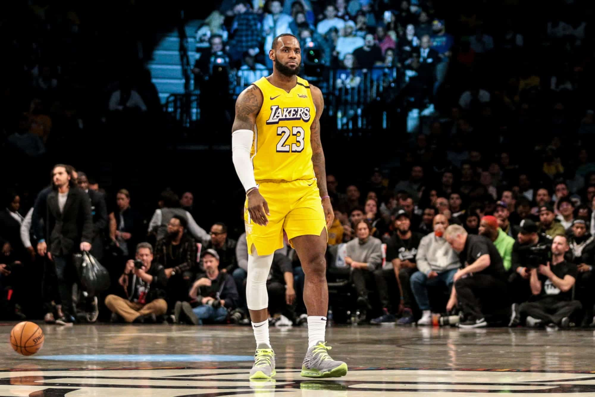 petty-original-yorkers-build-up-road-memorial-for-lebron-james-and-the-lakers.jpeg