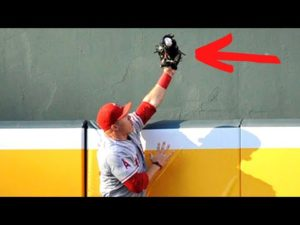mike-trout-iconic-homerun-robbery.jpg