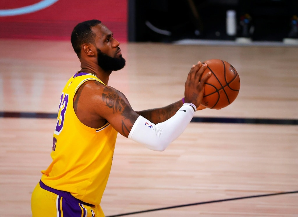 lebron-james-can-play-on-the-the-same-stage-for-two-extra-years-corridor-of-famer-says.jpg