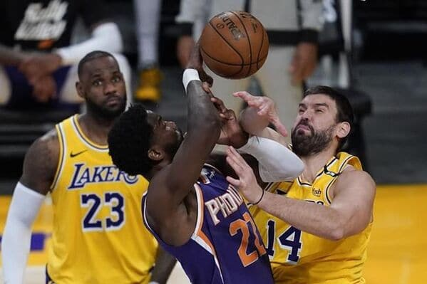 after-exit-lakers-hope-to-flee-it-support-with-more-healthy-team.jpg