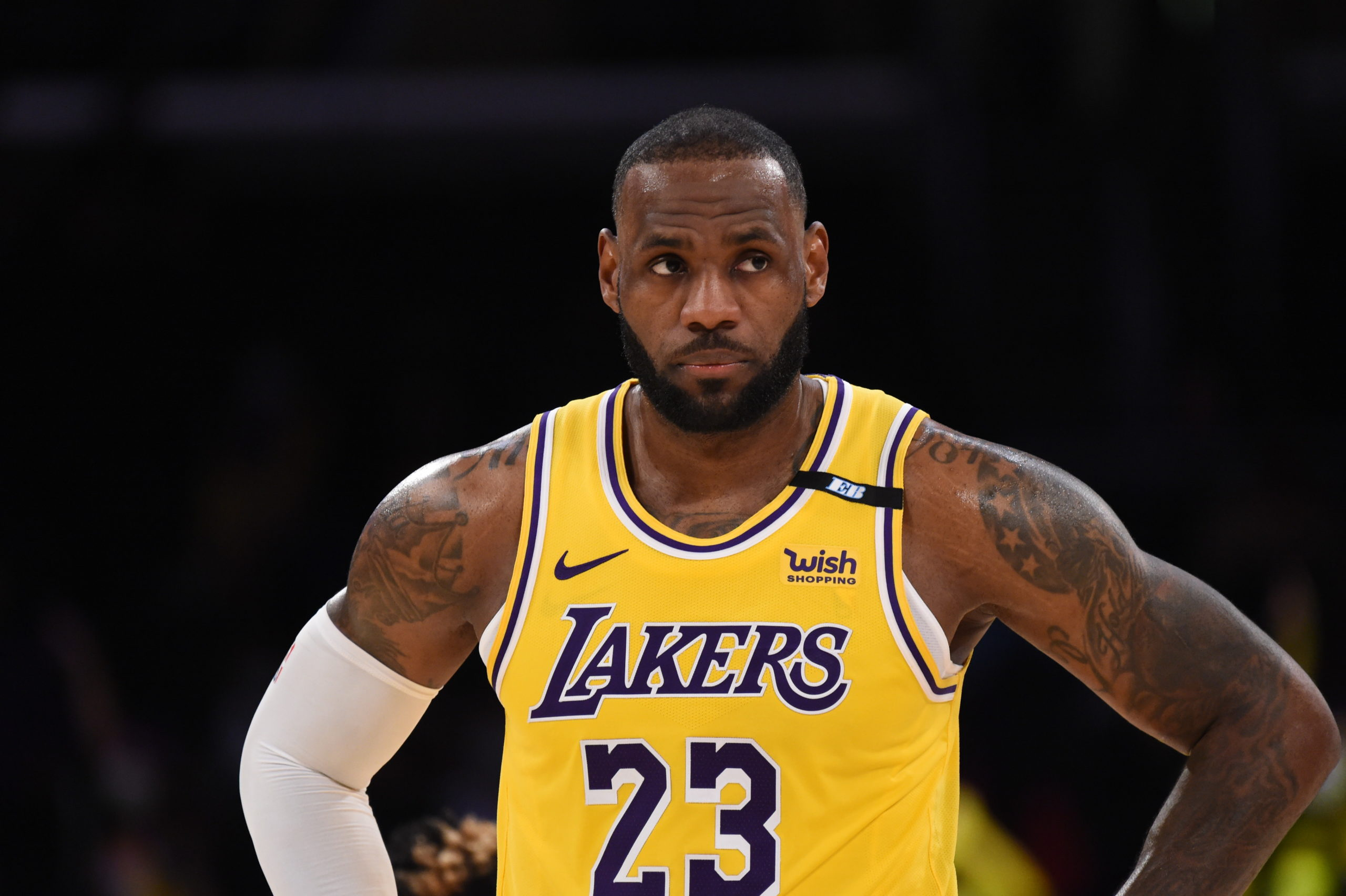 spears-lakers-lebron-james-playing-on-1-leg-in-playoffs-due-to-ankle-harm.jpg