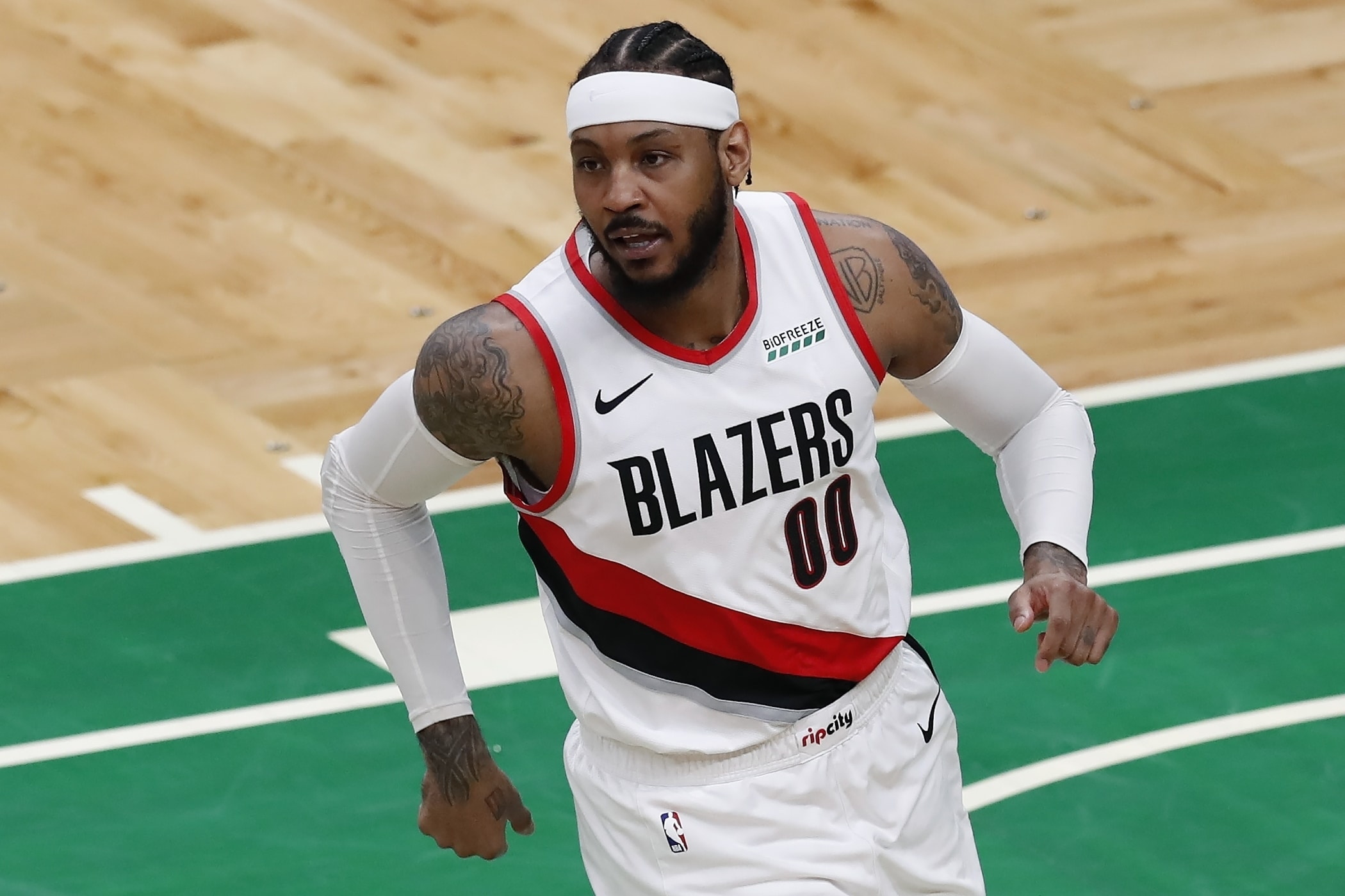 carmelo-anthony-rumors-knicks-be-aware-blazers-ufa-lakers-very-alive-to-in-contract.jpg