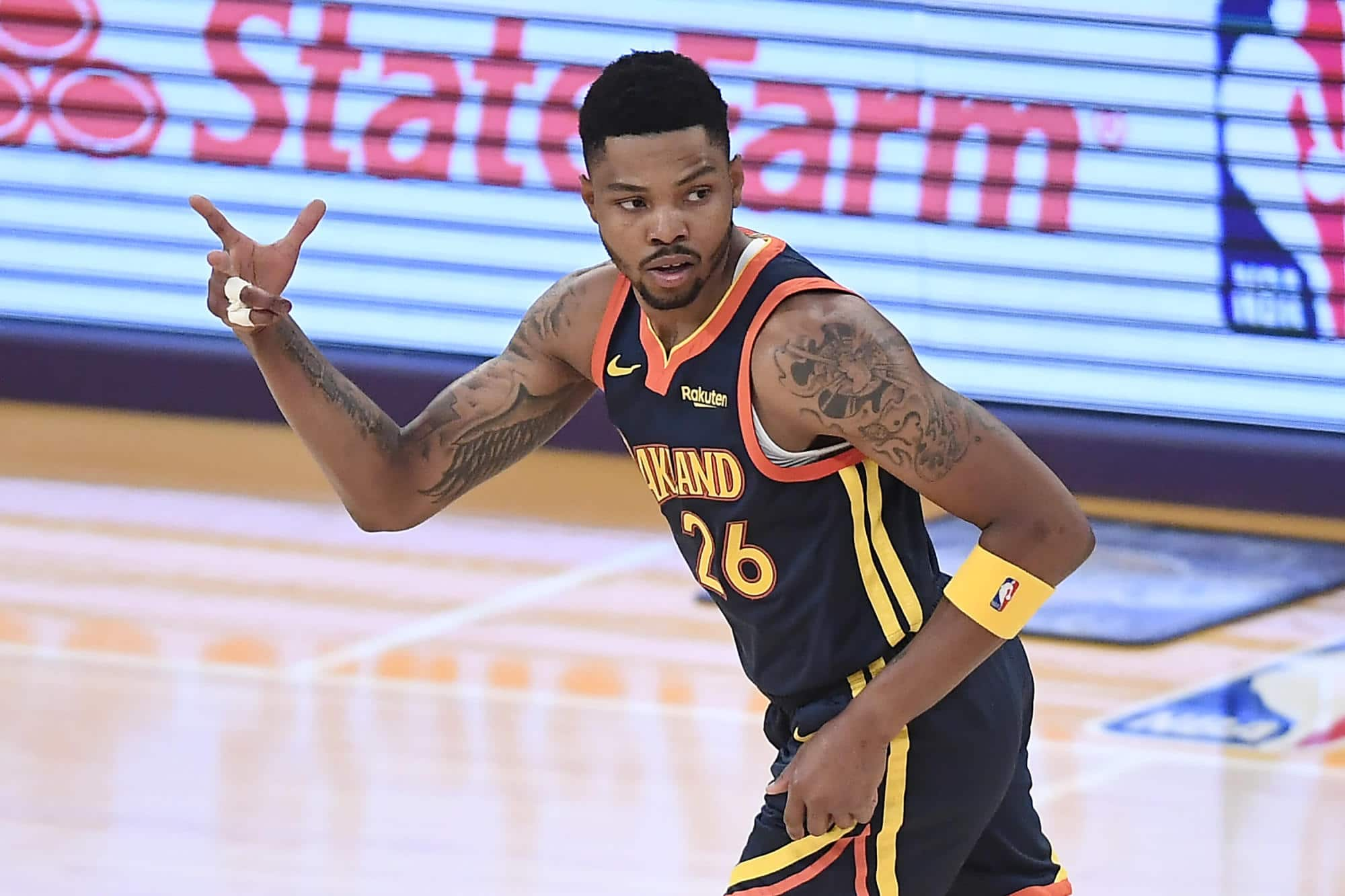 story-kent-bazemore-signing-with-lakers-on-one-year-deal.jpg