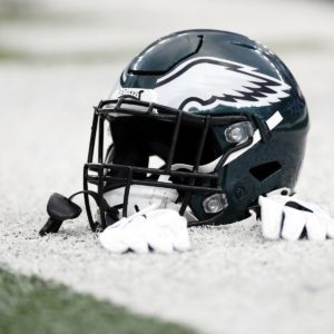free-agent-contracts-eagles-must-pursue-after-preseason.jpg